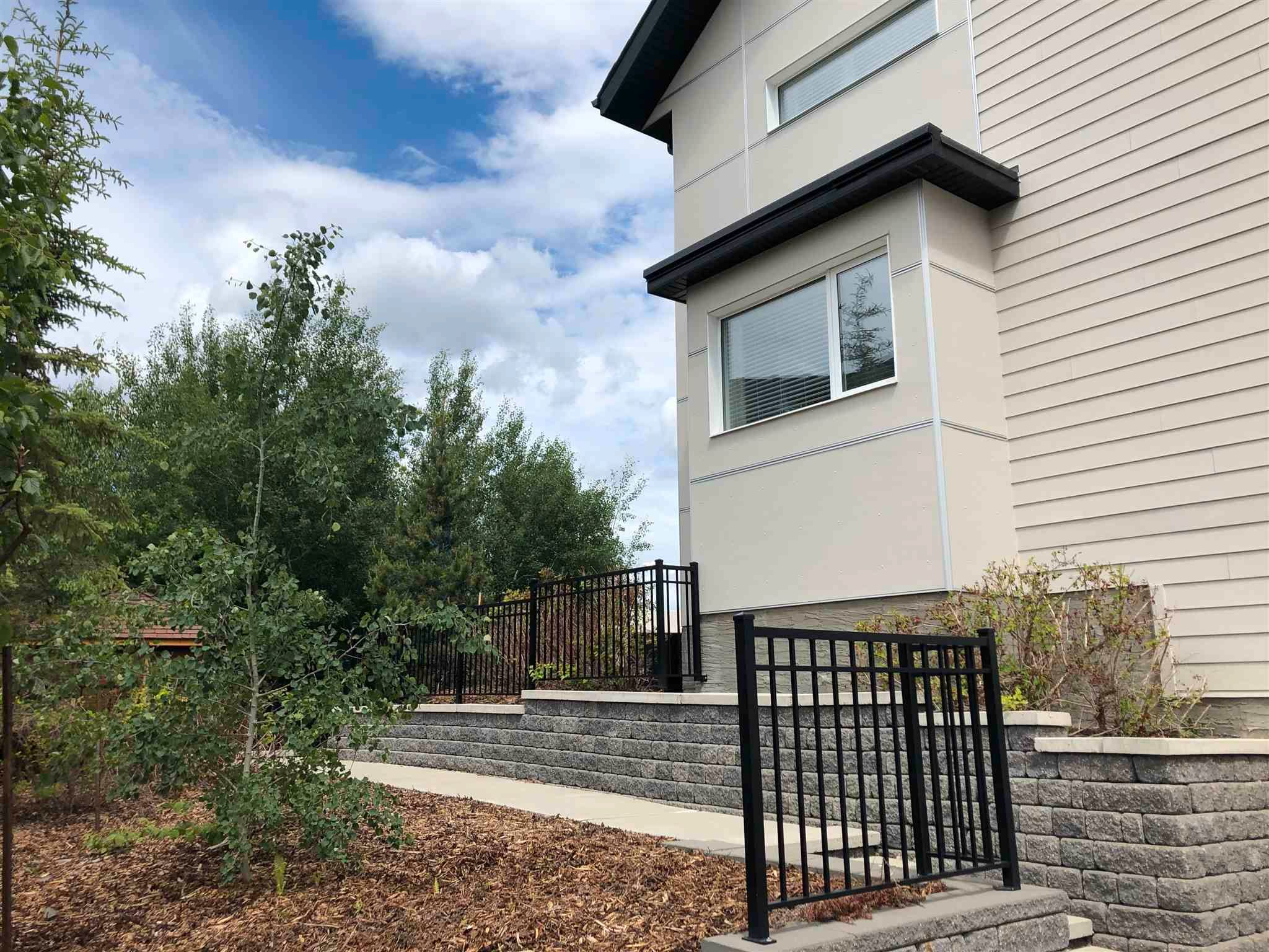 Main Photo: 7512 MAY Common in Edmonton: Zone 14 Townhouse for sale : MLS®# E4253106