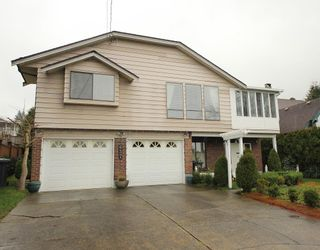 Photo 1: 637 FAIRVIEW Street in Coquitlam: Coquitlam West House for sale : MLS®# R2288737