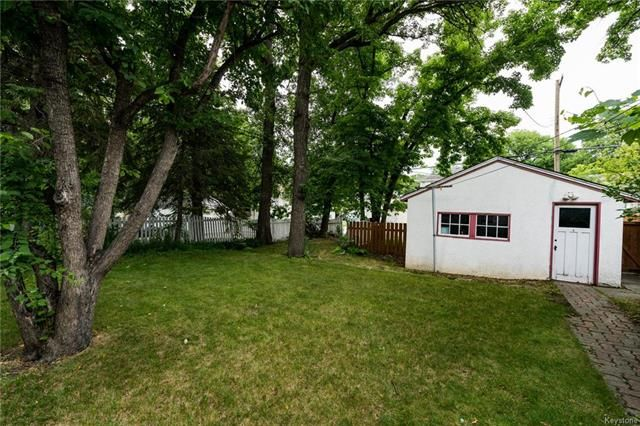 Photo 2: Photos: 516 Montague Avenue in Winnipeg: Riverview Residential for sale (1A)  : MLS®# 1817689