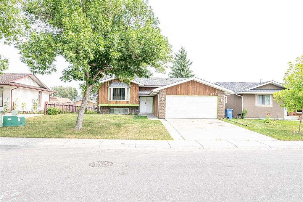 Main Photo: 191 Rundlemere Road NE in Calgary: Rundle Detached for sale : MLS®# A1134909