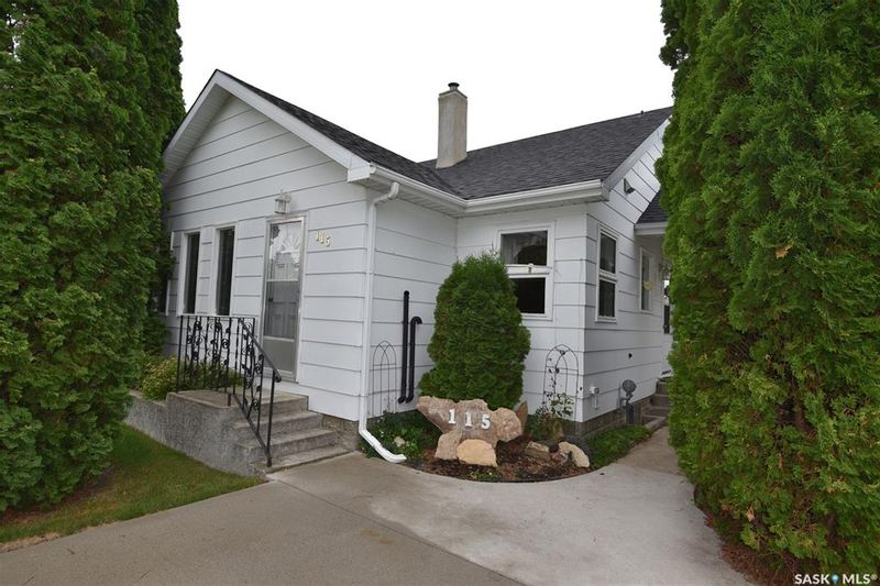 FEATURED LISTING: 115 4th Avenue East Nipawin