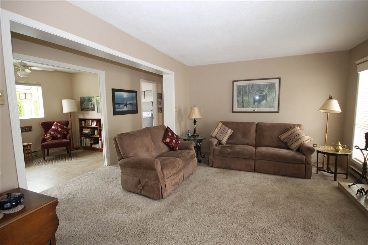 """Photo 3: Photos: 69 2345 CRANLEY Drive in Surrey: King George Corridor Manufactured Home for sale in """"La Mesa"""" (South Surrey White Rock)  : MLS®# R2153099"""