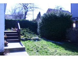 Photo 3: 812 Russell St in VICTORIA: VW Victoria West House for sale (Victoria West)  : MLS®# 508602