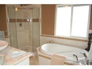 Photo 6: 1002 Arcadia St in VICTORIA: Es Kinsmen Park House for sale (Esquimalt)  : MLS®# 509884