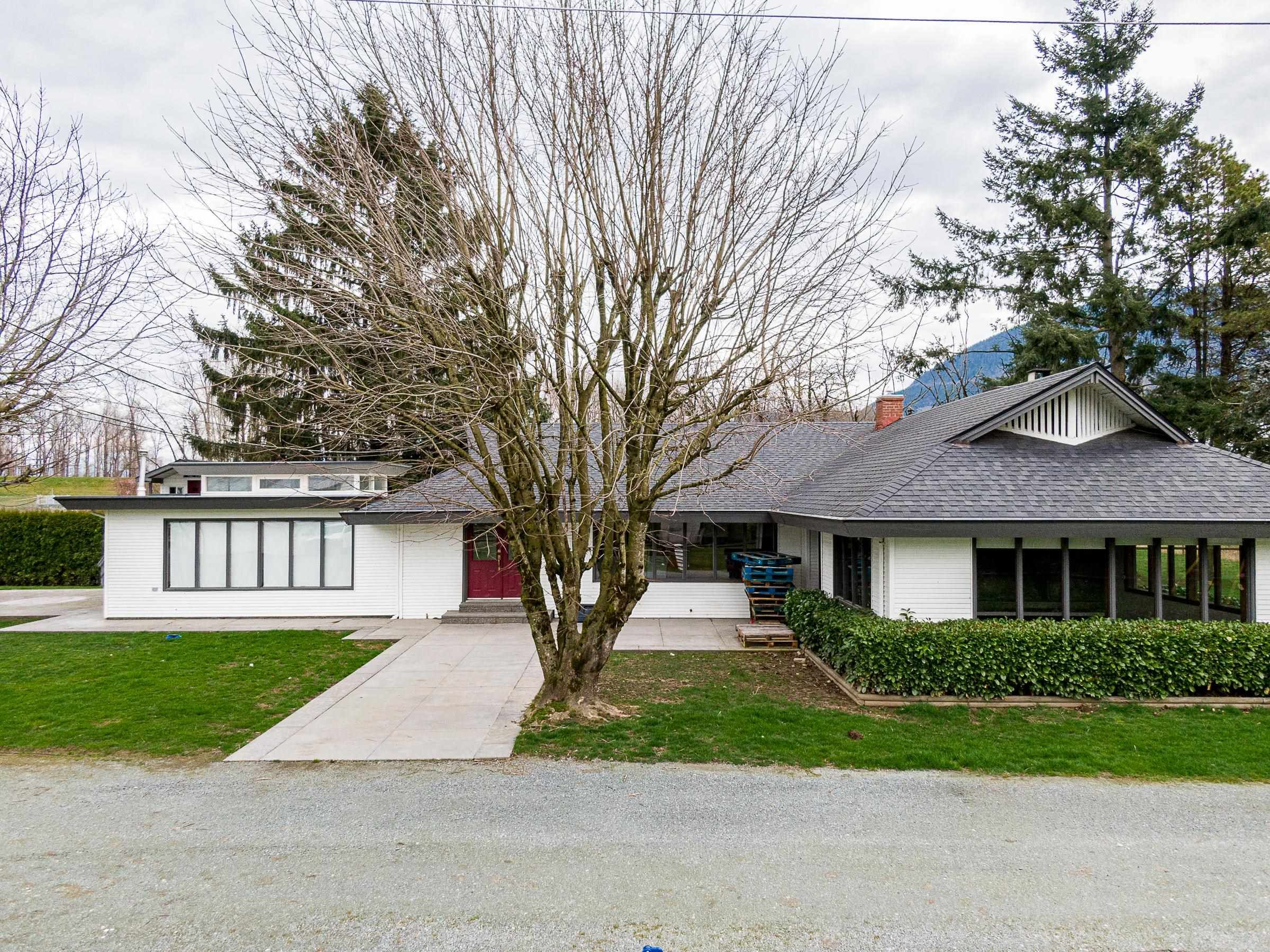 Main Photo: 41745 NO. 3 Road: Yarrow House for sale : MLS®# R2614265