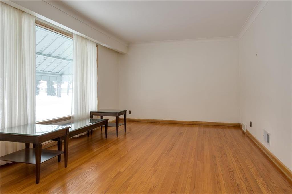 Photo 2: Photos: 987 Machray Avenue in Winnipeg: Sinclair Park Residential for sale (4C)  : MLS®# 202001399