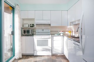 """Photo 7: 903 1555 EASTERN Avenue in North Vancouver: Central Lonsdale Condo for sale in """"THE SOVEREIGN"""" : MLS®# R2131360"""