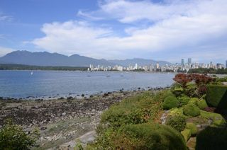 Photo 1: 2595 POINT GREY Road in Vancouver: Kitsilano Townhouse for sale (Vancouver West)  : MLS®# R2203619