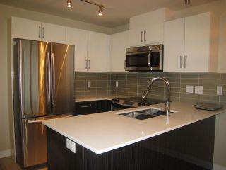 "Photo 2: 808 2689 KINGSWAY in Vancouver: Collingwood VE Condo for sale in ""SKYWAY TOWER"" (Vancouver East)  : MLS®# R2041971"