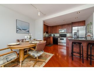 """Photo 3: 707 15111 RUSSELL Avenue: White Rock Condo for sale in """"PACIFIC TERRACE"""" (South Surrey White Rock)  : MLS®# R2074159"""