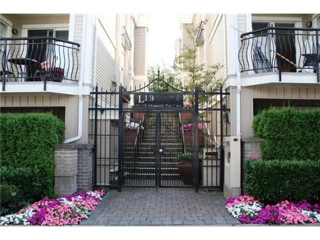 "Main Photo: 690 W 7TH Avenue in Vancouver: Fairview VW Townhouse for sale in ""LIBERTE"" (Vancouver West)  : MLS®# V846020"