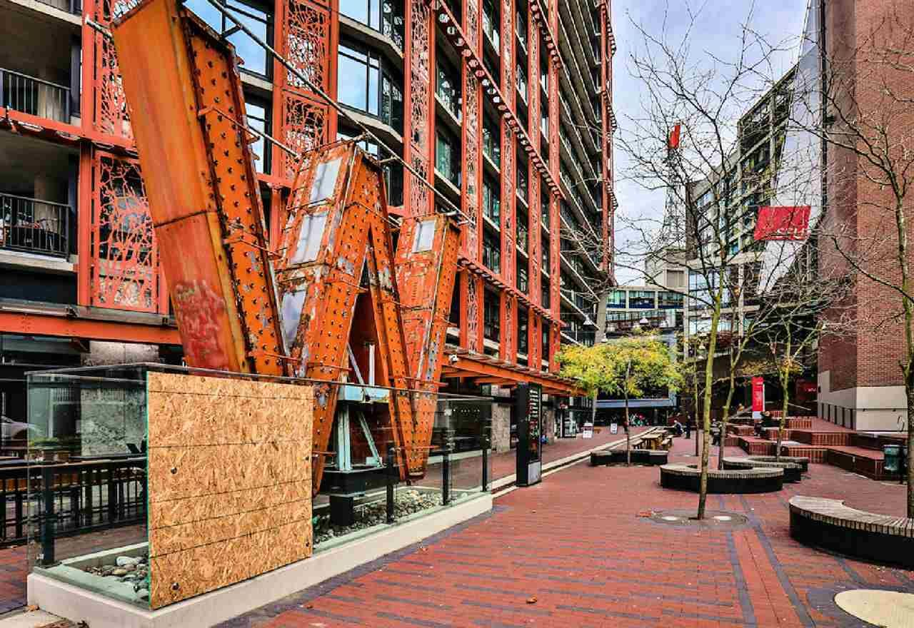 """Photo 9: Photos: 2404 108 W CORDOVA Street in Vancouver: Downtown VW Condo for sale in """"Woodwards"""" (Vancouver West)  : MLS®# R2419147"""