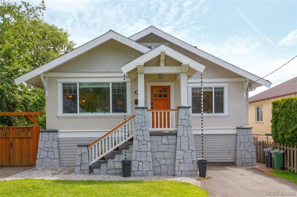 Main Photo: 2755 Belmont Ave in VICTORIA: Vi Oaklands House for sale (Victoria)  : MLS®# 839504