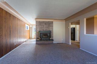 Photo 6: 1205 Parkdale Dr in VICTORIA: La Glen Lake House for sale (Langford)  : MLS®# 763951