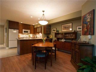 """Photo 4: 3944 INDIAN RIVER Drive in North Vancouver: Indian River Townhouse for sale in """"HIGHGATE TERRACE"""" : MLS®# V875032"""