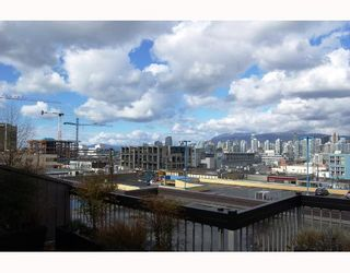 "Photo 1: 407 345 W 10TH Avenue in Vancouver: Mount Pleasant VW Condo for sale in ""VILLA MARQUIS"" (Vancouver West)  : MLS®# V697809"
