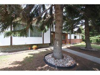 Photo 2: 20 VARSDALE PL NW in Calgary: Varsity House for sale : MLS®# C4083718