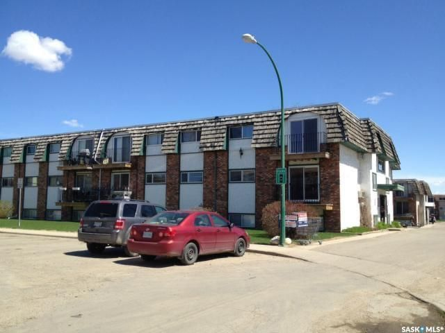 Main Photo: 12 3625 Chaben Place in Saskatoon: West College Park Residential for sale : MLS®# SK870794