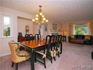 Photo 4: 2390 Halcyon Pl in VICTORIA: CS Tanner House for sale (Central Saanich)  : MLS®# 584829