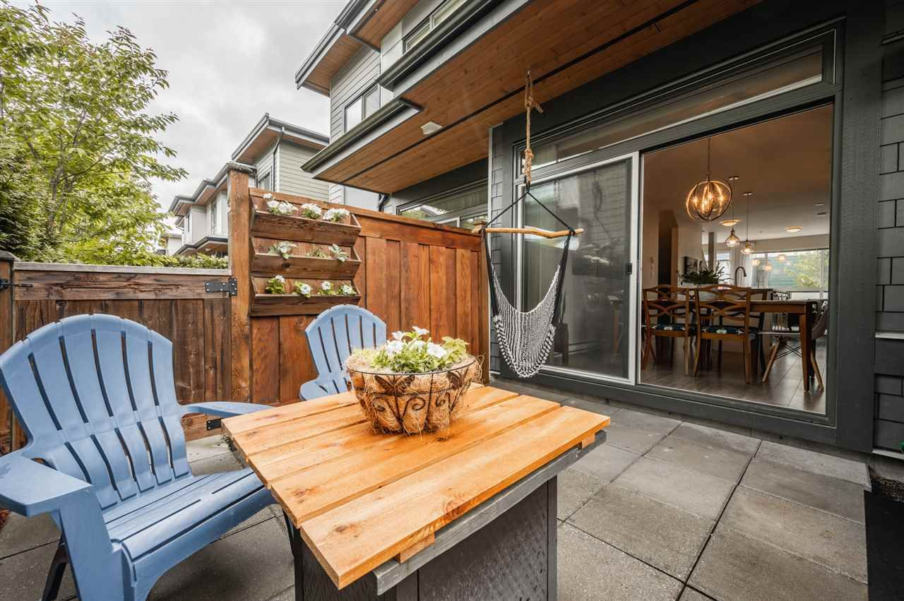 Photo 18: Photos: 38341 SUMMITS VIEW Drive in Squamish: Downtown SQ Townhouse for sale : MLS®# R2464526