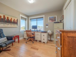 """Photo 14: 5557 PEREGRINE Crescent in Sechelt: Sechelt District House for sale in """"SilverStone Heights"""" (Sunshine Coast)  : MLS®# R2492023"""