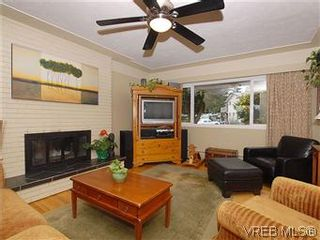 Photo 3: 104 Burnett Rd in VICTORIA: VR View Royal House for sale (View Royal)  : MLS®# 573220