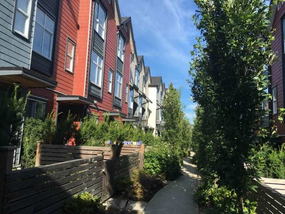 """Main Photo: 212 7533 GILLEY Avenue in Burnaby: Metrotown Townhouse for sale in """"CASA D'ORO"""" (Burnaby South)  : MLS®# R2100237"""