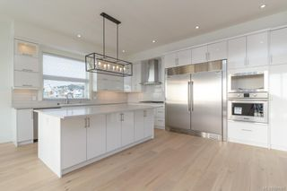 Photo 8: 2411 Azurite Cres in VICTORIA: La Bear Mountain House for sale (Langford)  : MLS®# 831867