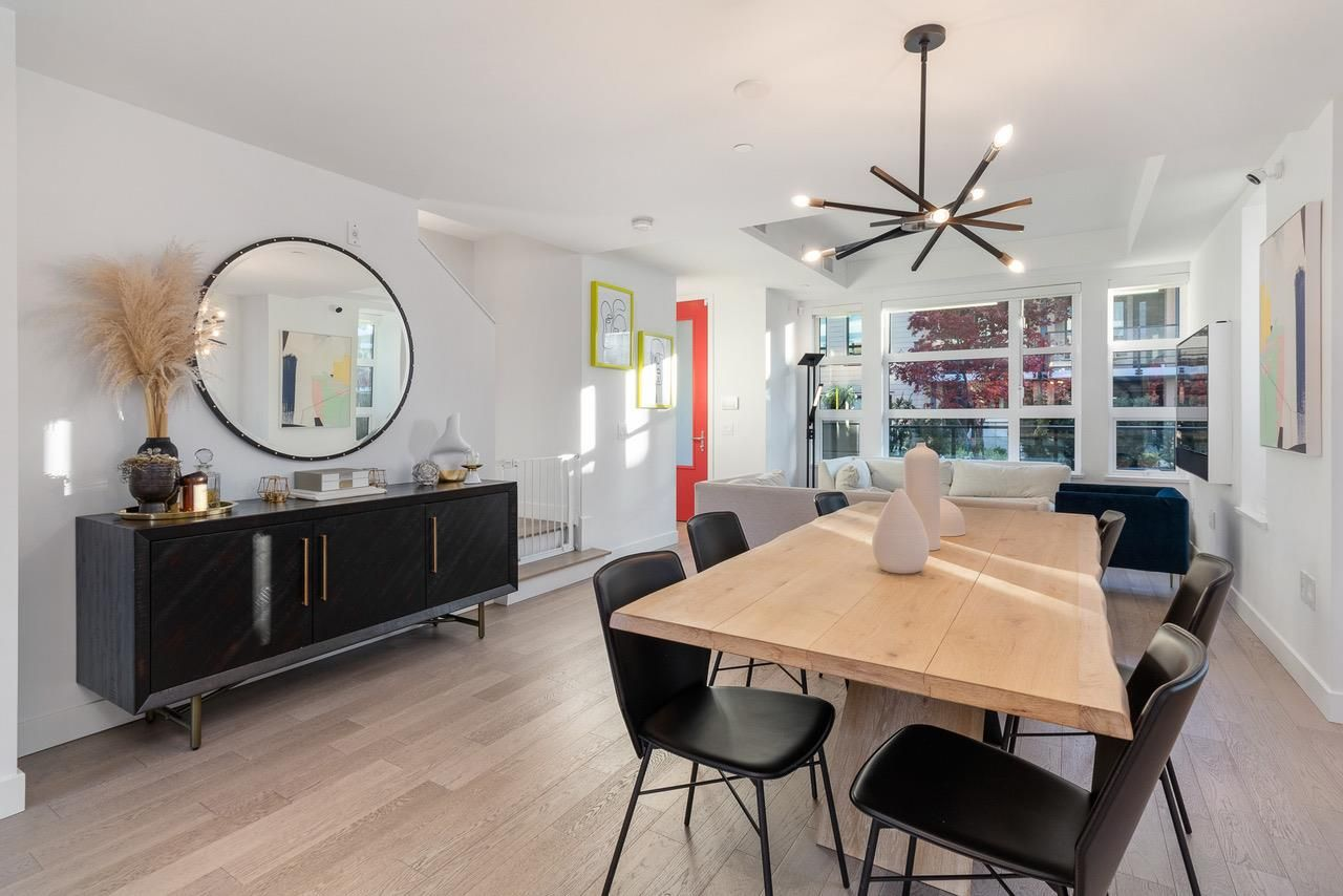 Main Photo: 1055 RIDGEWOOD DRIVE in North Vancouver: Edgemont Townhouse for sale : MLS®# R2552673