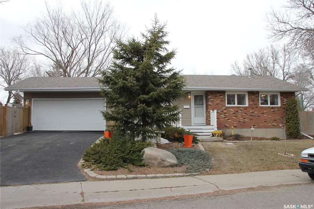 Main Photo: 26 Woodsworth Crescent in Regina: Normanview West Residential for sale : MLS®# SK846664