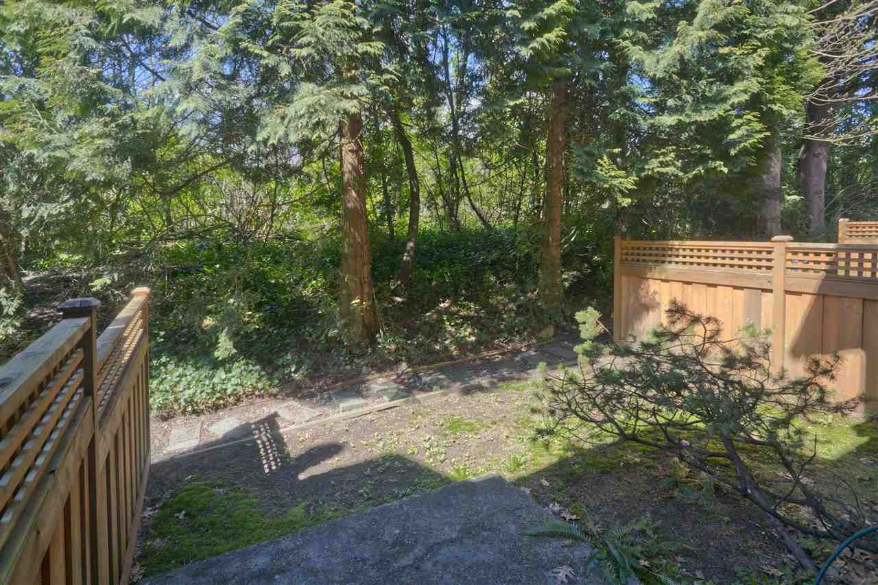 Photo 16: Photos: 4725 FERNGLEN PLACE in Burnaby: Greentree Village Townhouse for sale (Burnaby South)  : MLS®# R2163042