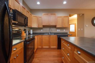 Photo 10: 8 15 Helmcken Rd in View Royal: VR Hospital Row/Townhouse for sale : MLS®# 829595