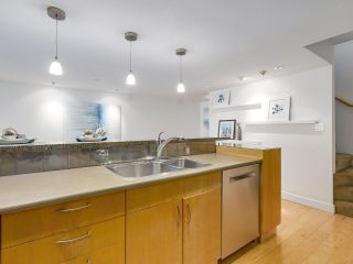 """Photo 12: 2411 W 1ST Avenue in Vancouver: Kitsilano Townhouse for sale in """"Bayside Manor"""" (Vancouver West)  : MLS®# R2191405"""
