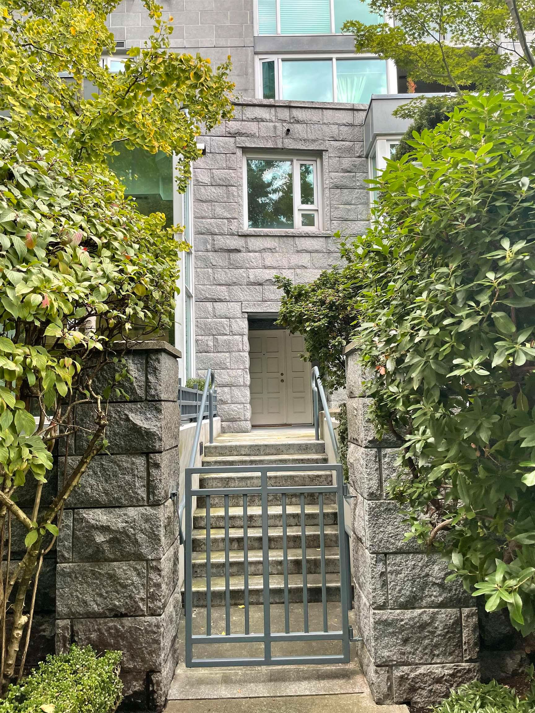 Main Photo: 505 NICOLA Street in Vancouver: Coal Harbour Townhouse for sale (Vancouver West)  : MLS®# R2625335