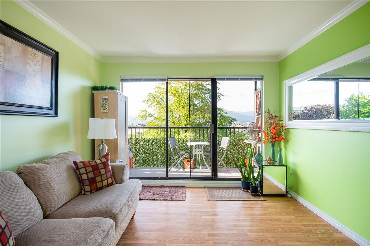 Main Photo: 208 2142 CAROLINA Street in Vancouver: Mount Pleasant VE Condo for sale (Vancouver East)  : MLS®# R2377219