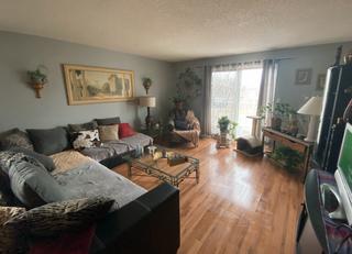 Photo 2: 9320 128 Ave in Edmonton: House Duplex for sale : MLS®# E4241336