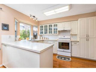 """Photo 8: 6139 W BOUNDARY Drive in Surrey: Panorama Ridge Townhouse for sale in """"LAKEWOOD GARDENS"""" : MLS®# R2452648"""