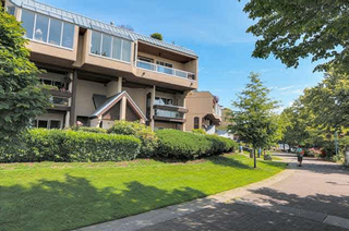 Photo 3: 305 5 K De K Court in New Westminister: Condo for sale (New Westminster)  : MLS®# R2014675