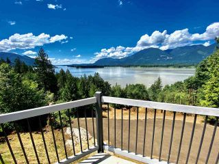 Photo 1: 43015 OLD ORCHARD Road in Chilliwack: Chilliwack Mountain House for sale : MLS®# R2592142