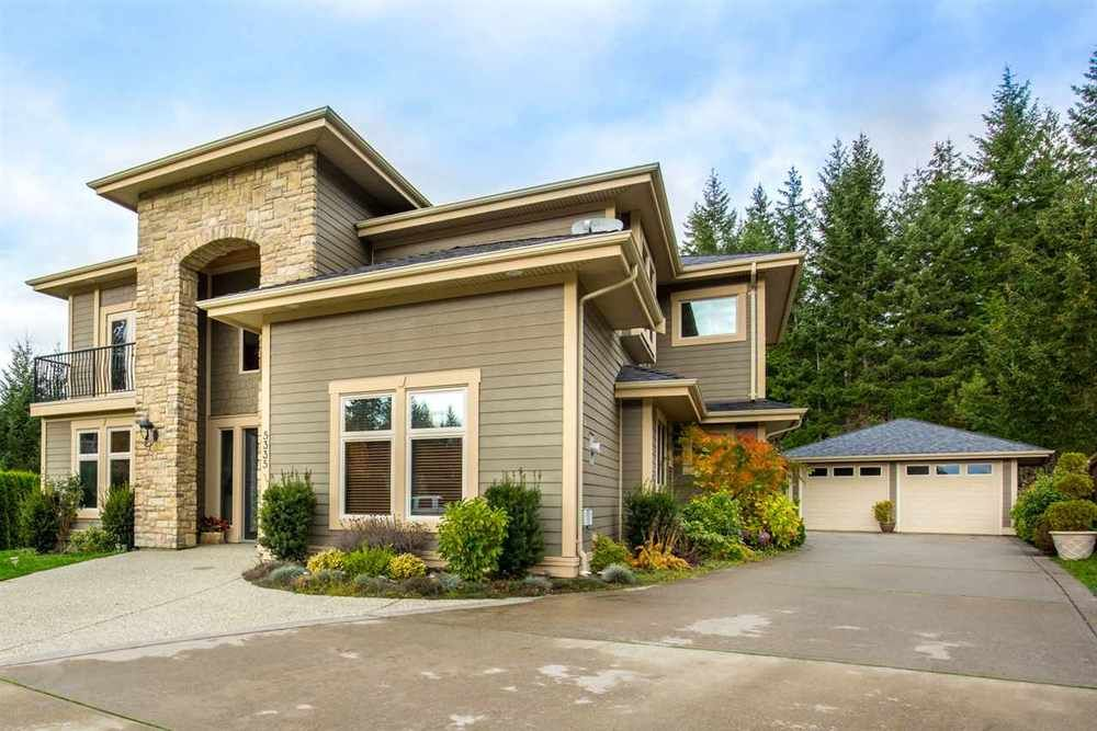 Main Photo: 5335 Stamford Place in Sechelt: Home for sale : MLS®# R2119187