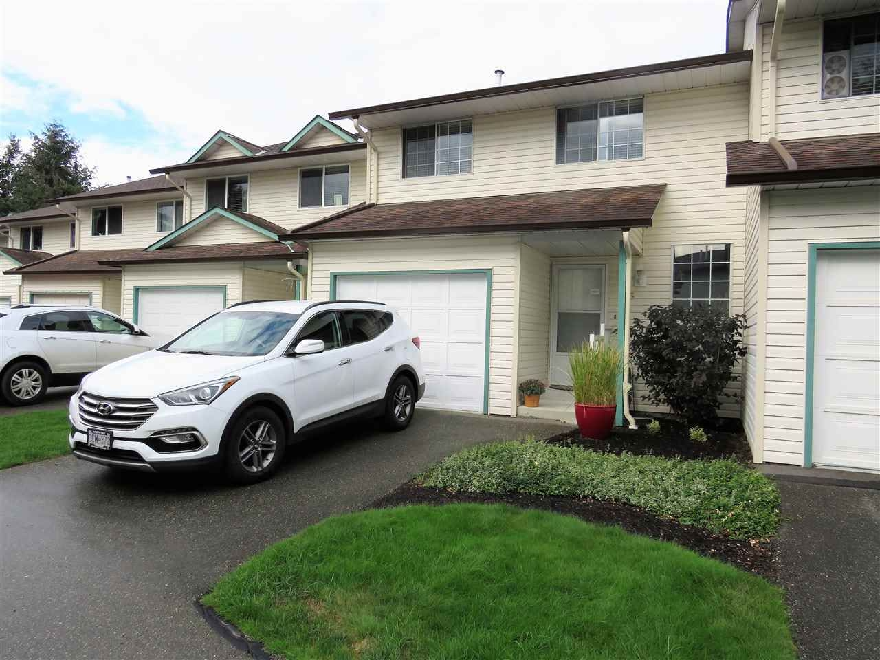 """Main Photo: 5 45640 STOREY Avenue in Sardis: Sardis West Vedder Rd Townhouse for sale in """"WHISPERING PINES"""" : MLS®# R2306187"""