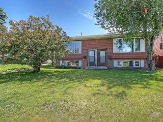 Photo 1: 7814 21A Street SE in Calgary: Ogden House for sale : MLS®# C4123877