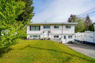 Photo 1: 32063 HOLIDAY Avenue in Mission: Mission BC House for sale : MLS®# R2576430