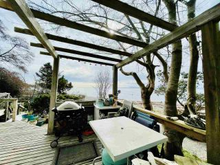 "Photo 16: 2028 OCEAN BEACH Esplanade in Gibsons: Roberts Creek House for sale in ""WHITAKER BEACH"" (Sunshine Coast)  : MLS®# R2546949"