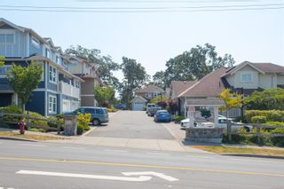 Photo 2: 15 4583 Wilkinson Rd in : SW Royal Oak Row/Townhouse for sale (Saanich West)  : MLS®# 879997
