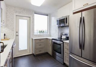 "Photo 2: 300 328 CLARKSON Street in New Westminster: Downtown NW Condo for sale in ""Highbourne Tower"" : MLS®# R2140340"