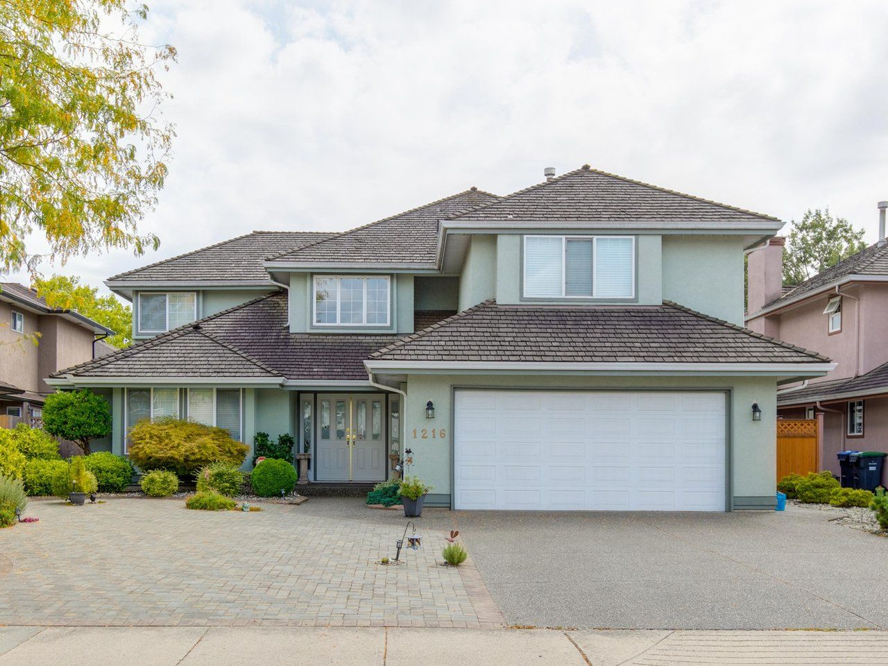 Main Photo: 1216 PRETTY Court in New Westminster: Queensborough House for sale : MLS®# R2617375