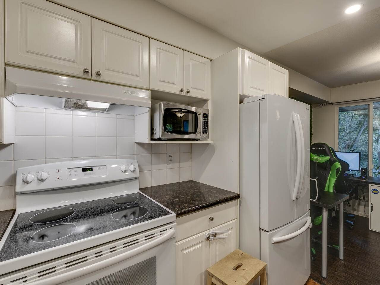 "Photo 14: Photos: 39 9036 208 Street in Langley: Walnut Grove Townhouse for sale in ""Hunter's Glen"" : MLS®# R2513931"