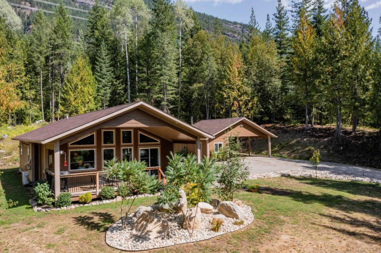 Main Photo: 2948 UPPER SLOCAN PARK ROAD in Slocan Park: House for sale : MLS®# 2460596