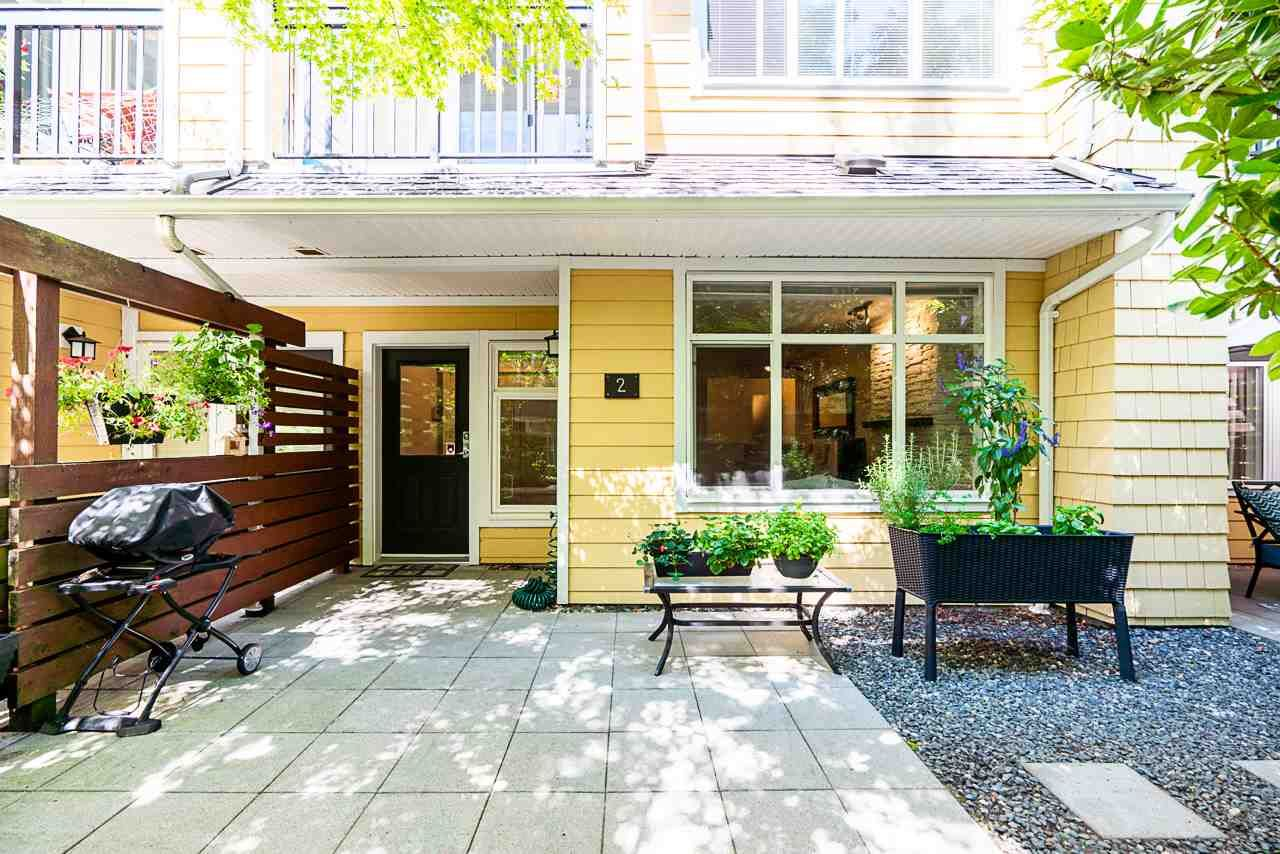 """Main Photo: 2 6878 SOUTHPOINT Drive in Burnaby: South Slope Townhouse for sale in """"Cortina Townhomes"""" (Burnaby South)  : MLS®# R2487318"""